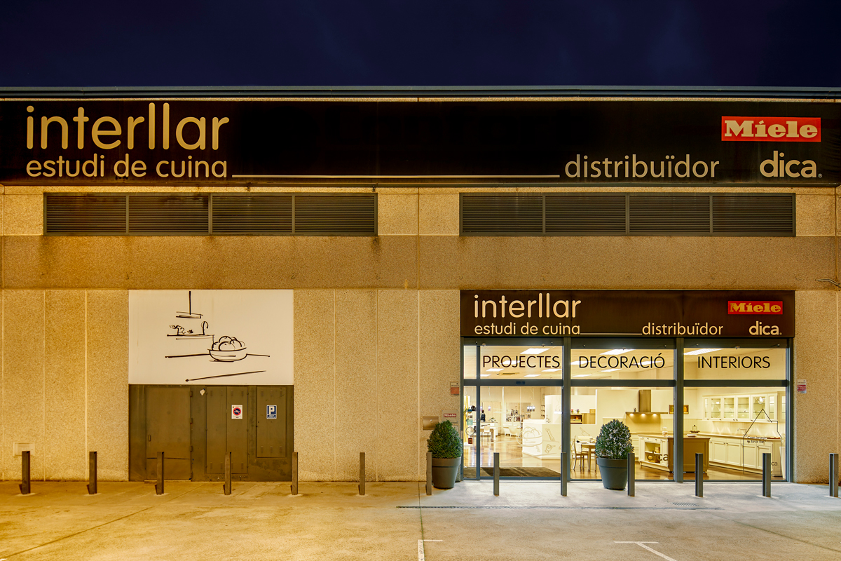 Interllarcuina botiga santa coloma façana